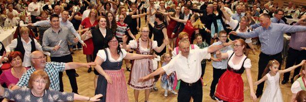 Schwabenball im Kulturhaus Csili